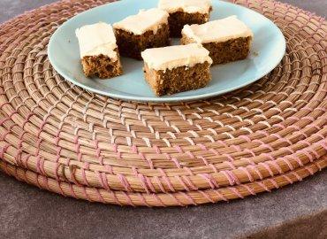 Pistáciový koláčik so žĺtkovou polevou